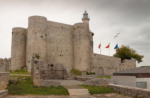Cantabria - Castillo Faro de Castro