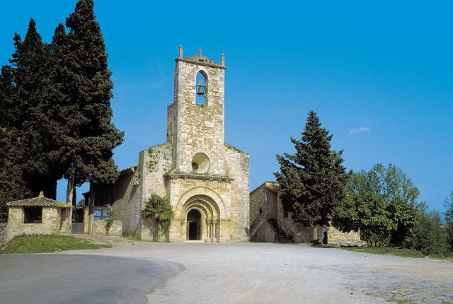 Porqueres iglesia - Costa Brava Pirineu de Girona